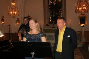Johanna Martell och Michael Weiter, med Jonatan Mattsson i bakgrunden. Foto: Max Möllerfält