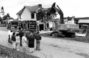 1987 revs gamla affären i Alsen. Huset var i för dåligt skick för att repareras.