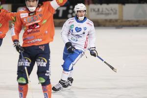 Emil Viklund var stark och drivande under Vänersborgs fina första halvlek på Sävstaås – men efter paus blev det lite grus i maskineriet.