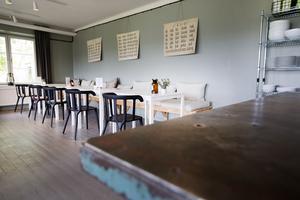 Klockan 18 serveras dagens enda rätt  i restaurangen, som också är öppen för allmänheten.