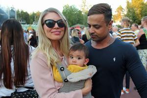 Sarah Persson och Babak John från Gävle var i Furuvik tillsammans med dottern Adele.
