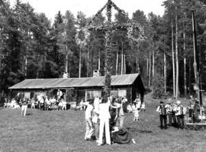Midsommarfirande på hembygdsgården i Hoverberg, 1983.