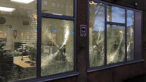 Skadegörelse på socialkontoret på Nygatan den 27 november 2017. En 30-årig man har nu åtalats för skadegörelsen.