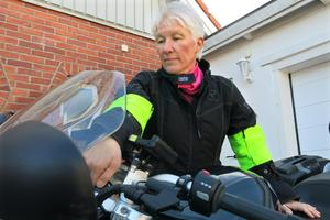 Maria Lindqvist längtar efter att få börja köra motorcykel igen efter vinteruppehållet. Men vårens ankomst betyder även att hon som ambulanssjuksköterska kan få åka på mc-olyckor.