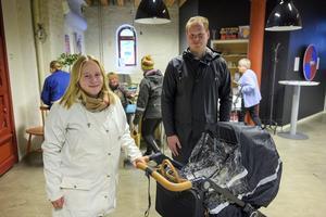 Evelina Berg och Gustav Andersson tog med sig sonen Frans och gick till vallokalen i Kulturmagasinet.