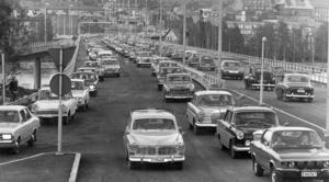 Klockan 22 den 3 juni fick bilarna ta över. Enligt ÖP såg det ut som i Los Angeles när bilister körde fram och åter mellan Östersund och Frösön. Foto: ÖP:s arkiv