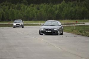 Att köra fort kan vara ganska jobbigt även med vardagsbilar. Det märks kanske inte direkt men i längden så tär g-krafterna på fysiken. De femton minuter långa körpassen känns lagom långa.– Några som kommer hit för att köra tycker det är korta pass. Men vi har märkt att de som klagar ändå slutar innan dagen är till ända. De blir fullständigt utpumpade, säger Ulf Svensson, SMK Söderhamn.