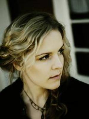 Sofia Karlsson spelar i  Östersund i  morgon kväll.