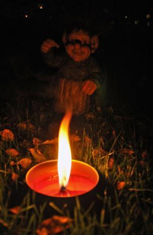 Längs sago- och trollstigen lystes trollen och andra figurer upp av marschallernas sken.