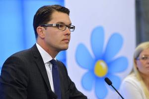 Jimmie Åkesson (SD) företräder en rasistisk högerpolitik. Är välfärdspolitik du saknar är han inte din polare. Det är faktiskt inte svårare än så.