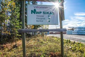 Det var kl 15.45 på tisdagen som beskedet kom att Norrskog ska lägga ner ett av de tre sågverken. Sikås Trä drog det kortaste strået. Argumentet för nedläggningen är bland annat för att det är dyrare att investera i Sikås än i Östavall och Hissmofors.