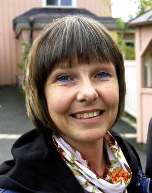 Lena Bäckelin (S) tycker att kultur på recept borde vara ett alternativ inom vissa grupper, exempelvis långtidssjukskrivna med kronisk värk och för dem med depressioner.