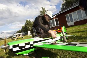 På lördag firas Flygets dag med öppet hus på Ljusdals flygfält. Den äventyrlige ges då chans att köpa sig en tur med någon av klubbens motorplan. Och Micke Andersson kommer finnas på plats för att visa upp olika modellflygplan om vädret är bra.