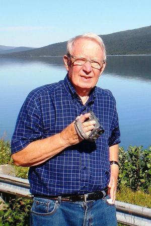 Gunnar Nilsson har donerat 75 000 till skolan, biblioteket och gruvan i Los
