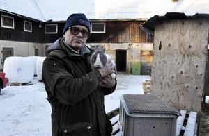 Hanz Johansson har sysslat med kaniner i snart 40 år och han har inga planer på att sluta.