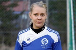 Rimbo IF:s Emmali Nordengrim är målfarlig även i strandfotboll.
