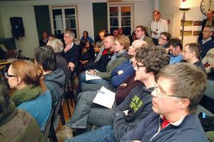 Inte en stol fanns ledig i lokalen på Fjällsätra i Undersåker när JP Vind på torsdagen höll samrådsmöte med berörda om planerna på en vindpark i Moskogen med tillhörande 130 kilovolts kraftledning.Foto: Elisabetl Rydell-Janson