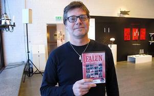 Nu är filmen om 50-talet i Falun klar. Pers Göran Olsson har tagit med gamla filmer från VM - 54, Eriksgatan - 53 och från fisktorget och mycket annat i 22 olika filmscener. – Det är många människor och miljöer. FOTO: ILSE BRATTLÖF