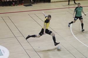 Järbos lagkapten Rasmus Grip laddar för skott i finalen mot Torsåker.