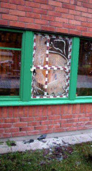 Tjuven krossade fönster och stal en datorskärm från Tallnäs Studiecenter i helgen.