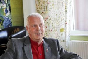 """Lennart Oscarsson (S) för- handlar angående ersättning till de byar som berörs av SSVAB:s stora vindkraftsutbyggnad: """"Det ska vara klart innan januari månads utgång"""", säger han."""