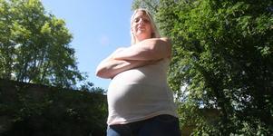 Sparkad. Övertiden tog för mycket på kroppen för gravida Charlotte Sundström. När hon frågade chefen om hon kunde slippa övertiden avslutade han inhyrningen av hennes arbetskraft.