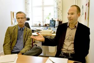 """letar praktikplatser. """"Vi antog aldrig att söktrycket skulle bli såhär högt. Vi var inte helt beredda"""", säger utbildningsledare Stefan Sjöberg till höger. Nu blir det en lottningsprocess som avgör vilka studenter som får de eftertraktade studieplatserna."""