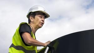 Ulla Persson luktar i ventilationsutblåset.