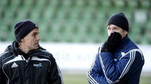 Patrik Jonsson, den senaste säsongen i Sundsvalls DFF, funderar på om han ska bli näste tränare i Härnösands FF, här tillsammans med Fredrik Carström i SDFF.