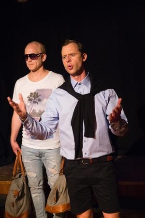 Jon Karlsson har bearbetat manus och står ocskå för regi.