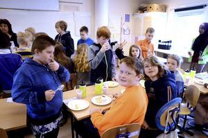 Klass 4A på Halvars skola i Borlänge var bäst i Dalarna i Batterijakten 2016 och firade segern med tårtkalas. Den 1 februari inleds årets tävling, Batterijakten 2017.