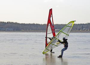 Skriskosegling och isvindsurfing när det är som bäst.