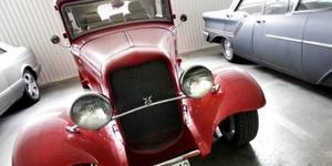 I dag står en av de blåsta kundernas Ford Tudor från 1932 åter i ett garage. Men det skedde först efter att ägaren tvingats köpa tillbaka den av Kronofogden för 225 000 kronor.