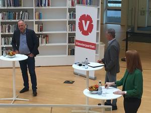 Partiledarna Jonas Sjöstedt (V) och Annie Lööf (C) debatterar på högskolan i Falun onsdag 8 november 2017. Foto: Göran Greider.