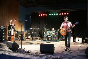 Rockabillybandet Ebenholt Slappers underhöll på stora scenen.