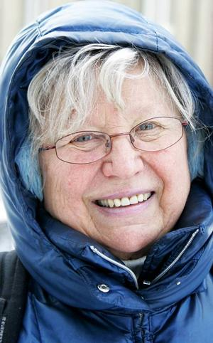 Ina Sarp,…72 år, Östersund:– Ja, för att veta om saker. Men det blir väldigt lite skönlitteratur. Jag vill hellre leva livet än att leva det genom böcker. Men det är en svårare väg.