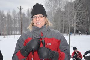 NYTTIGT. Läraren Carina Sandström säger att Tallbacksskolan har mycket nytta av skidorna de fått.Både på lektioner och raster.