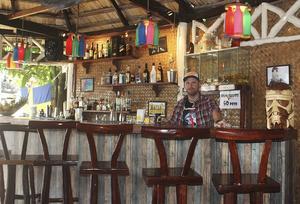 Mattias Schylander startade baren Lucky Alofa i El Nido för tre år sedan.   Foto: Marel Villanueva