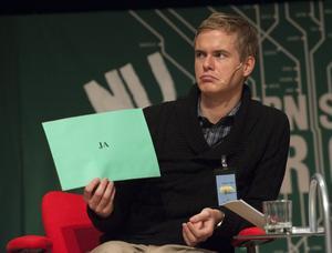Aktivist. Gustav Fridolin vill bli språkrör för Miljöpartiet och gör det ena utspelet efter det andra. Då är det desto tystare från partiledarkandidater hos Socialdemokraterna.