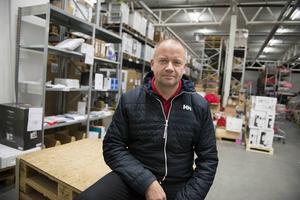 Fredrik Hallstensson har slutat som varuhuschef för att i stället bli regionchef – med Norrland som ansvarsområde.
