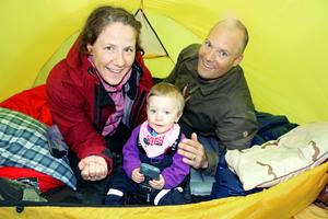 Sofia, Karl och Iris Lilja sover minst en natt i månaden i tält.