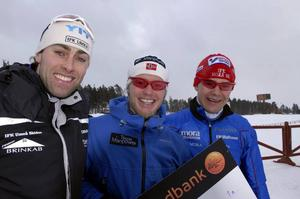 Topptrio. Jörgen Brink blev tvåa, norrmannen Martin Sundby vann och Moras Niklas Karlsson blev trea när åkarna i Intersport cup och Skandinaviska cupen körde tremil med masstart på Lugnet I Falun.