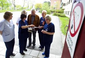 Inger Sverin Rosvall, Rosalie Carlén, Astrid Svedberg och Margit Söderlund är utbildade tobaksavvänjare. I dag, på Tobaksfria dagen, har de extra mycket att göra.