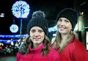 Förutom promenader en gång i veckan lockar Sara Elfberg, till vänster, och Johanna Lindberg med olika aktiviteter en gång i månaden.