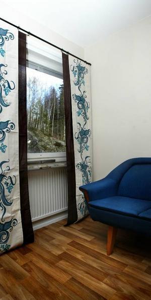Fräschare. Lägenheten på Björnbärsgården har fått ett väsentligt fräschare utseende, med nya väggar och golv. En mäklare har uppvärderat den från 15 000 kronor till 40 000.
