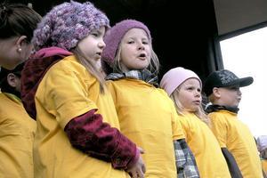 Barnen vid Rotbergs fritidshem har jobbat ett år på temat Carl och Karin Larsson. Därför sjöng barnen Carl Larssons hambo.