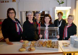 Björborevyns köks- och serveringspersonal, Camilla Gråbo ,Birgitta Öst , Mia Liss, Marie Gruhs, Annika Tutti Holtmoen och Monica Karlsson, står berett att ta emot revybesökarna.
