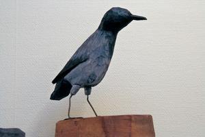 En kråka skapad av Inga Hjohlman.