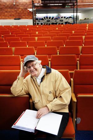 Regissör och manusförfattare till Grycksborevyn är Bosse Antonsson.