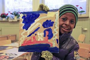 Siey, 6 år, målade en av alla tavlor som senare ska sättas ihop till en.